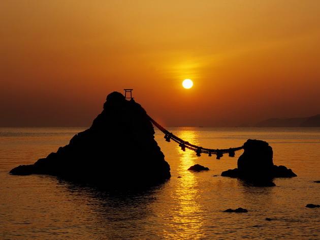 Мэото-ива. Женатые скалы в Японии