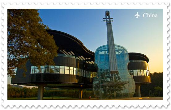 Дом – рояль со скрипкой
