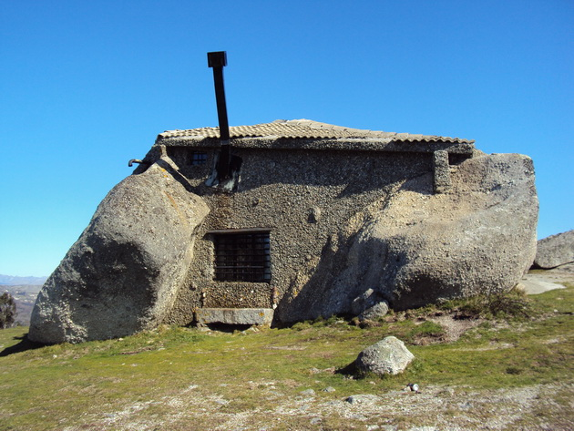 Дом-камень (Casa de Pedra). Португалия