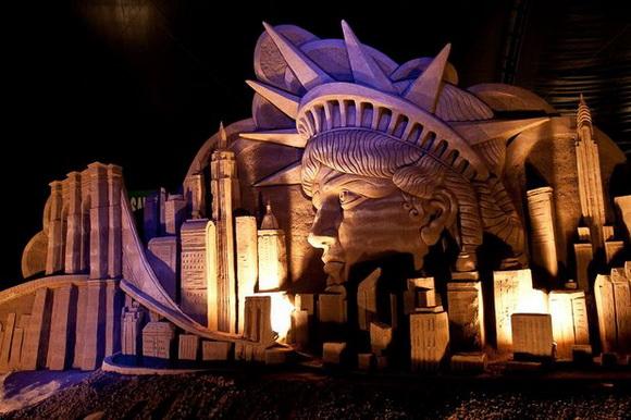 Выставка песчаных фигур «Чудеса мира»