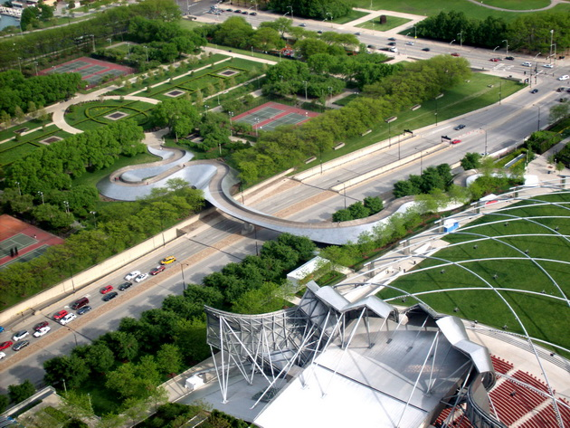 Пешеходный мост Бритиш Петролеум (BP Bridge). Миллениум-парк. Чикаго, США