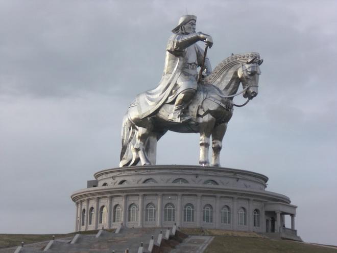Статуя Чингисхана. Монголия