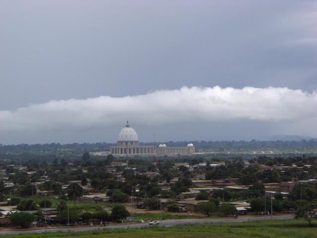 Базилика Пресвятой Девы Марии Мира или Базилика Нотр-Дам-де-ла-Пэ (Notre Dame de la Paix). Кот-д'Ивуар
