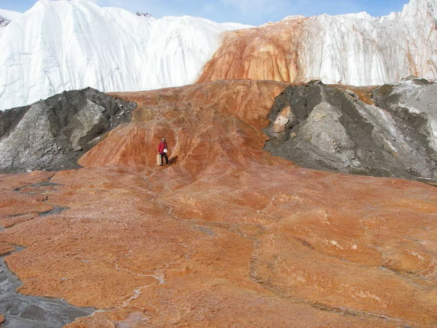 Кровавый водопад (Blood Falls). Антарктида