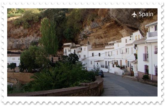 Сетениль де лас Бодегас – город в скале