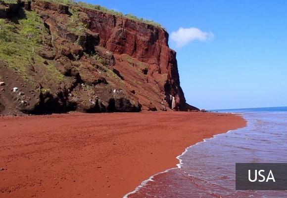 Kaihalulu Beach – красный пляж на Гавайях