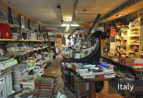 Книжный магазин Libreria Acqua Alta в Венеции