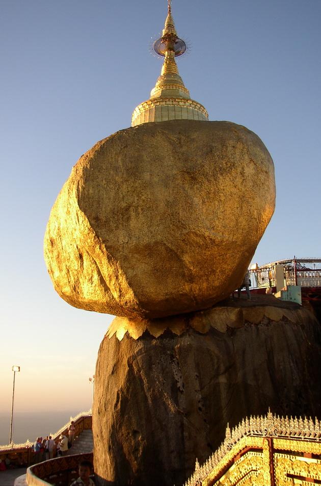 http://omyworld.ru/wp-content/uploads/2011/03/Golden_Rock-1.jpg